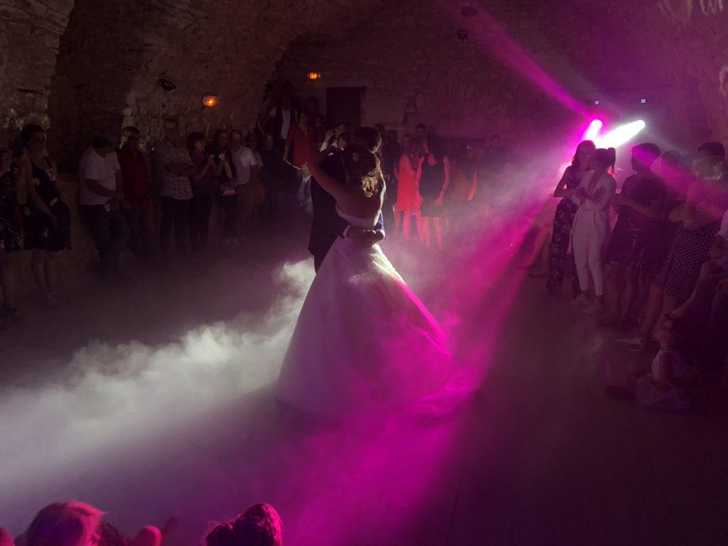 dj, cahors, illumination, château Roussillon, ouverture de bal, magique, salle de réception, machine à fumée lourde,